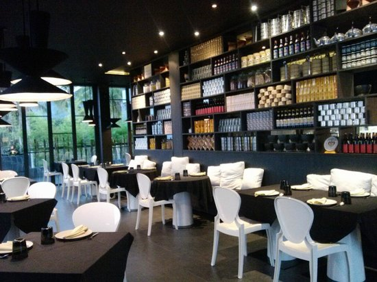 Foto Hotel: indoor restaurant in the roof