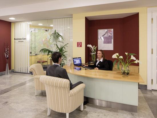 Austria Trend Hotel Ananas: business center