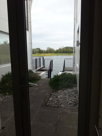 Peppers Clearwater Resort: Private access to the lake and view from the room