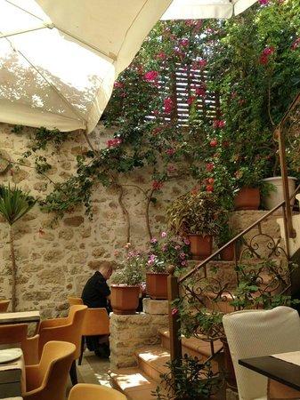 La Boheme: Lovely courtyard setting