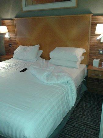 Holiday Inn Darlington - North A1m : Big comfy bed, room 10
