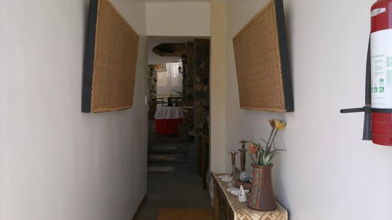 Balaibinda Lodge: hallway to the dining
