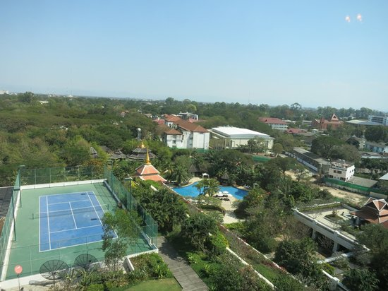 Shangri-La Hotel, Chiang Mai : View of grounds from suite