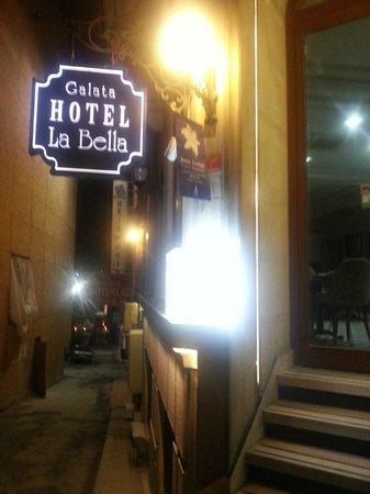 Galata La Bella Hotel : Hotel entrance by night 1