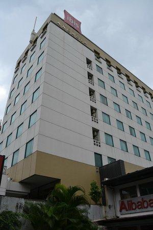 Ibis Jakarta Arcadia: Hotel Exterior