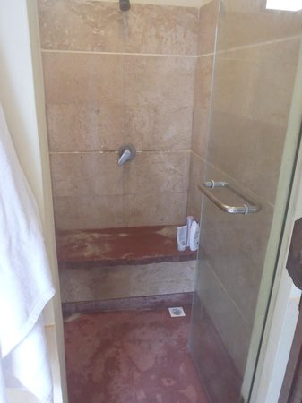 Railay Bay Resort & Spa: Shower which could do with a good scrub
