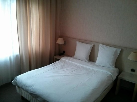 Hotel Tivoli : Superior room (bed) with free wifi for phone and laptop