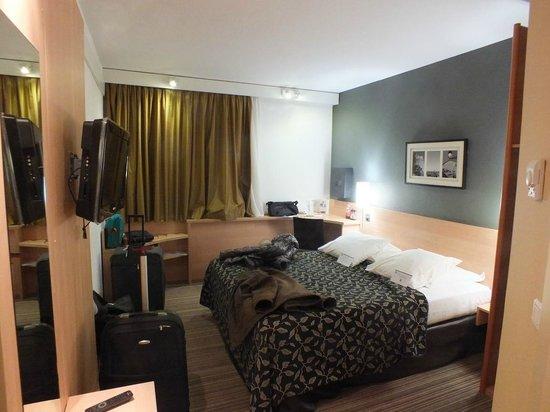 BEST WESTERN Corsica Hotel Bastia Centre: camera, letto e finestra