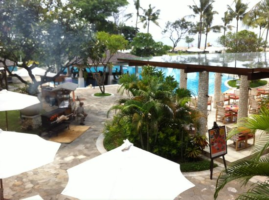 Holiday Inn Resort Baruna Bali: Area kolam renang