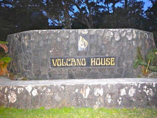Volcano House: Entrance