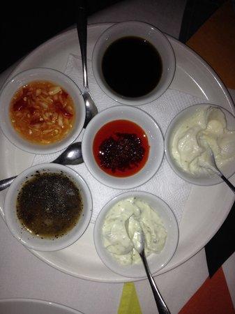CAVA Restaurant & WineCafe: Goda dipper till maten