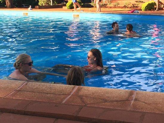 Hostel Inn Iguazu : Direction la piscine après les chutes...