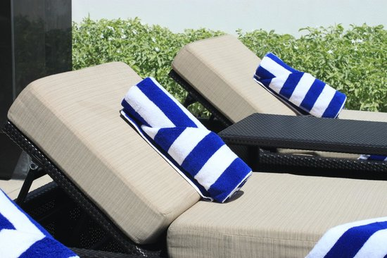 Seda Abreeza Davao : At least the towels had the traditional blue stripes.