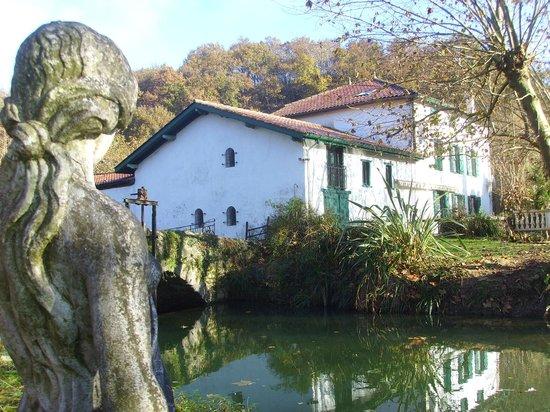 Moulin urketa : vue sur propriété côté rivière