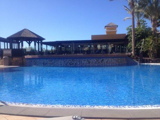 Barcelo Jandia Club Premium : Pool and reataurant
