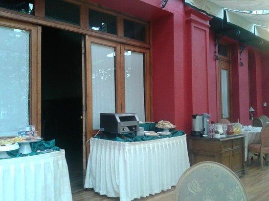 Hotel Jose Nogueira: zona desayuno dentro del invernadero