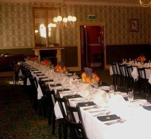 Mount Victoria Manor: Dining room
