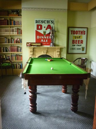 Mount Victoria Manor: Billiards room