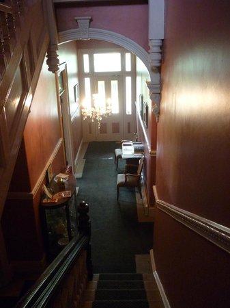 Mount Victoria Manor: Foyer