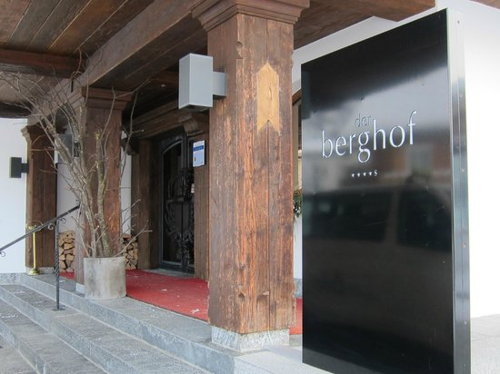 Der Berghof: Entrance