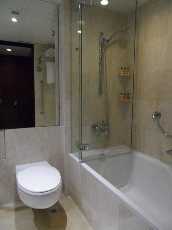 Sheraton Hong Kong Hotel & Towers: Bathtub