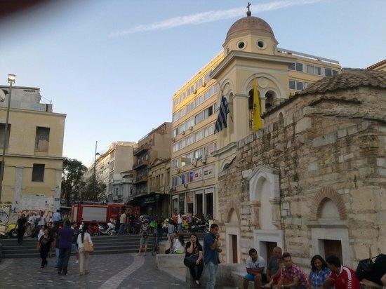 Monastiraki: Древние стены