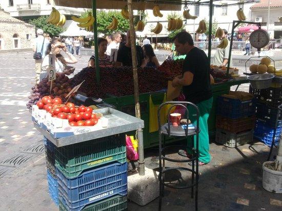 Monastiraki: Уличный торговец фруктами