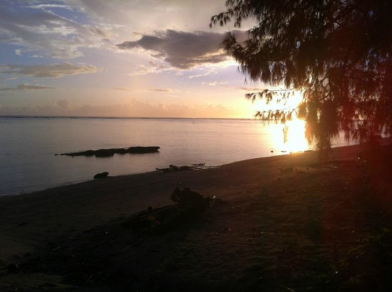 Beach Cocomo: sunset over the lagoon