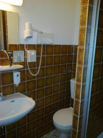 Bismarck Hotel: Фен в ванной комнате