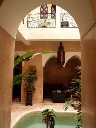 Riad Le Rubis : vue depuis l'entrée du riad