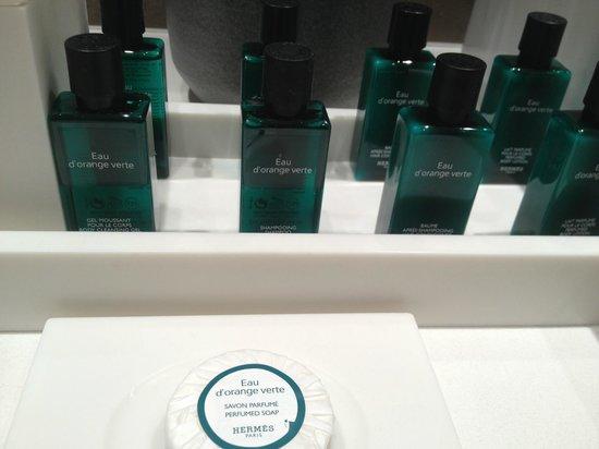 Sofitel Paris La Defense : Hermes shower gel