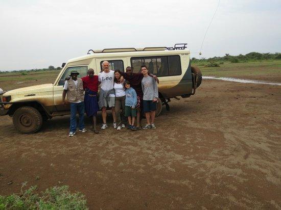 Safari Kenya Watamu - Day Tours : Noi, Isaac e i Masai davanti alla nostra jeep