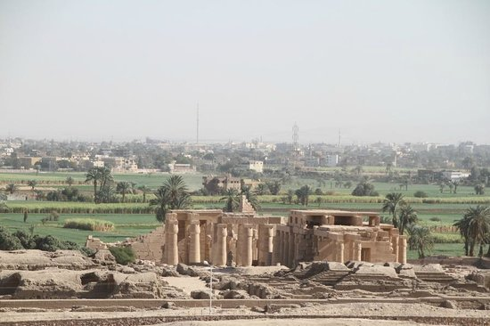Luxor Taxi -  Day Tours: scenery from the valley of the nobles
