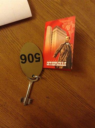 Oktyabrskaya Hotel: Номер и карта гостя
