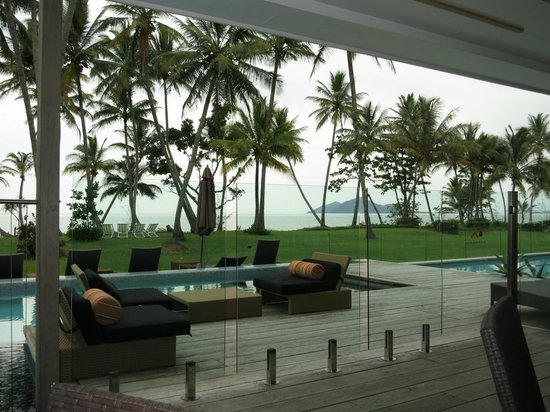 Castaways Resort & Spa Mission Beach: Dunk island view from the pool