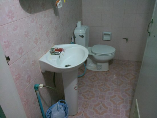 Pink House Bungalow : toilet