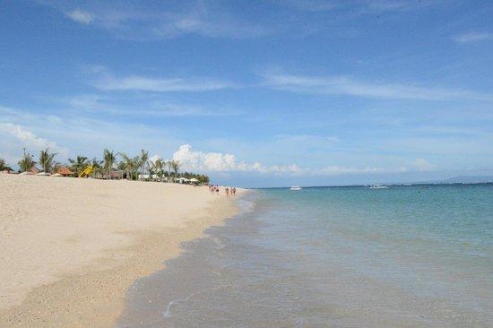 Mulia Villas: пляж