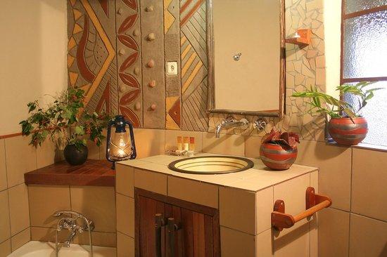 Mashovhela Bush Lodge : Chalet Bathrooms