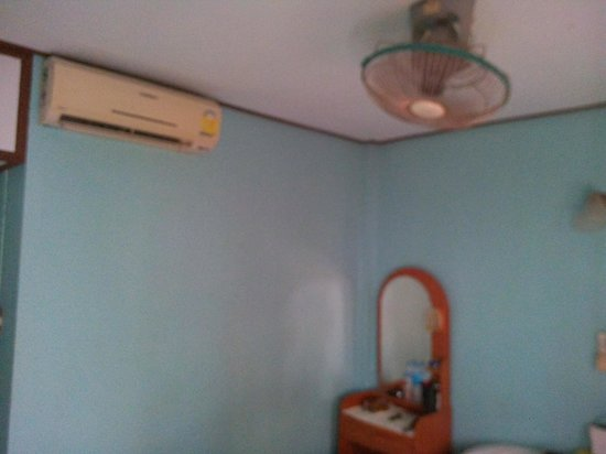 Pink House Bungalow : room