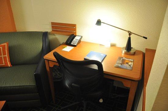 Fairfield Inn & Suites Paducah : Desk Space