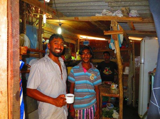 Cinnabar Resort : Kamal mit Staff in der Küche