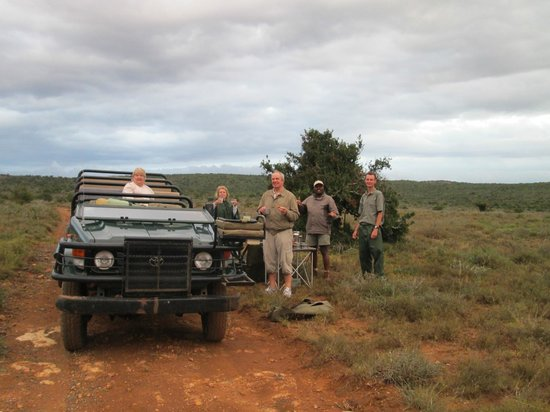 Kwandwe Ecca Lodge : A stop for refreshments out in the bush