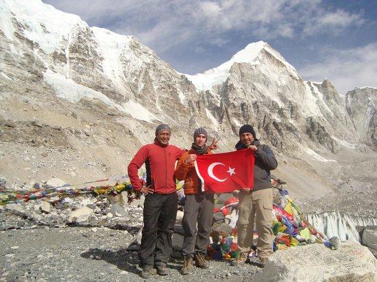 Tingri County, China: Everest Base Camp - Sanjib, Cem and me