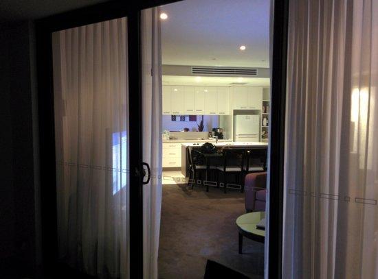 Grand Mercure Allegra Hervey Bay: Balcony into lounge /kitchen
