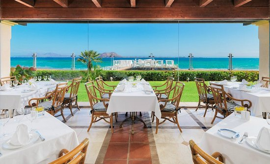 Gran Hotel Atlantis Bahia Real: Beach-Club-Las-Palmeras-vista-mar-2