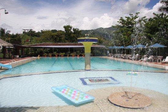 Hotel Hacienda El Diamante: piscina