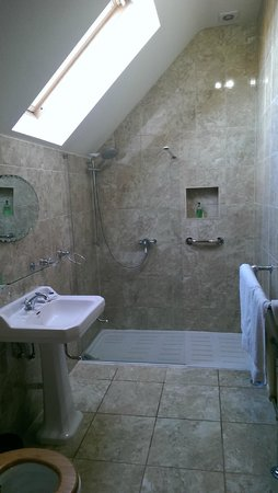Mill of Nethermill Holidays: Bathroom
