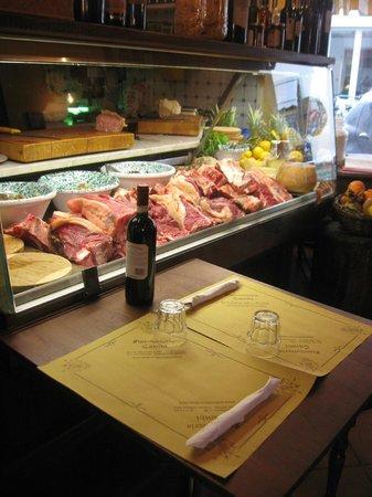 All'Antico Ristoro di Cambi : il bancone a vista :scegliti cosa vuoi mangiare