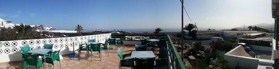 Asadero de Macher : Blick auf die Terrasse und das Meer