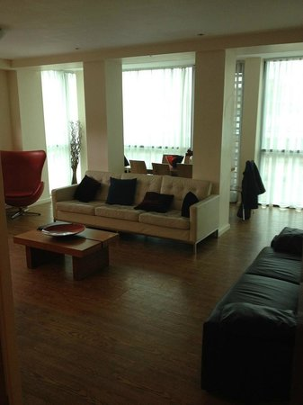 Princes Street Suites: Living room of 3 bedroom Apt. (Penthouse)
